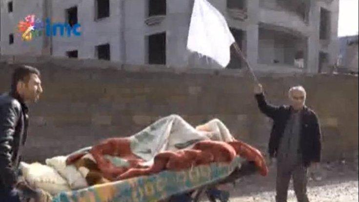 Mahmut Duymak (beyaz bayraklı) 20 Ocak'ta öldürülenlerin cenazesini almak için HDP'lilerle yola çıkmıştı.