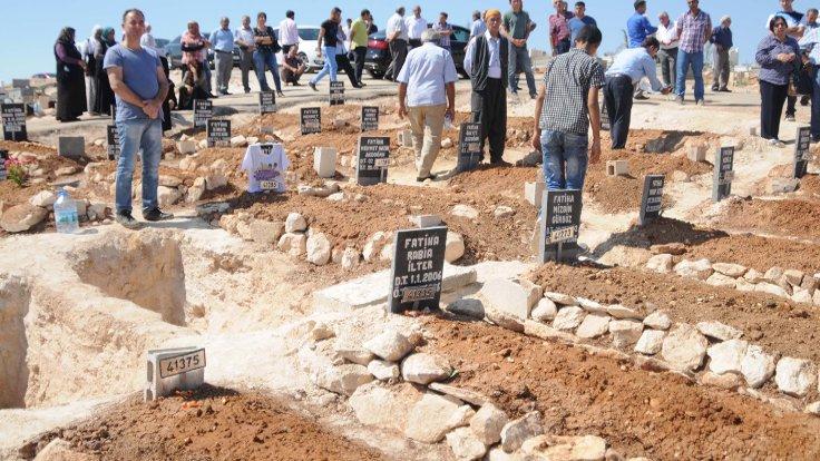 Gaziantep'teki saldırıda ölenlerin çoğunluğu çocuktu. Bayram öncesinde çocukların mezarlarına şeker bırakıldı.