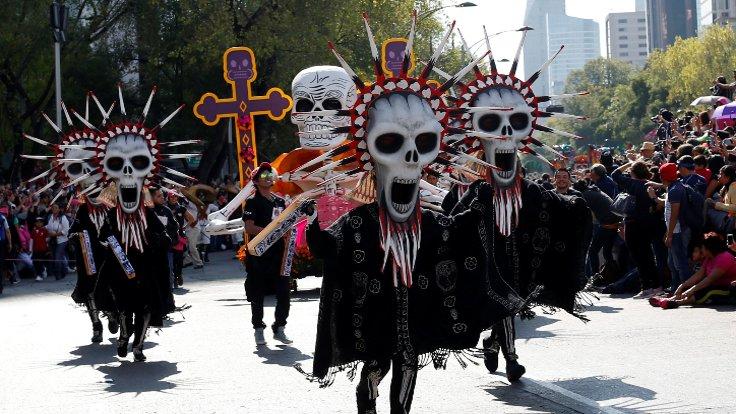 Meksika'da gerçekleştirilen Ölüler Günü etkinliğinin kökeninin Azteklere kadar dayandığı düşünülüyor.