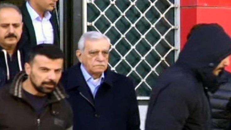 Ahmet Türk, cezaevinde tüm yükünü  Van Büyükşehir Belediye Başkanı Bekir Kaya'nın çektiğini söyledi.