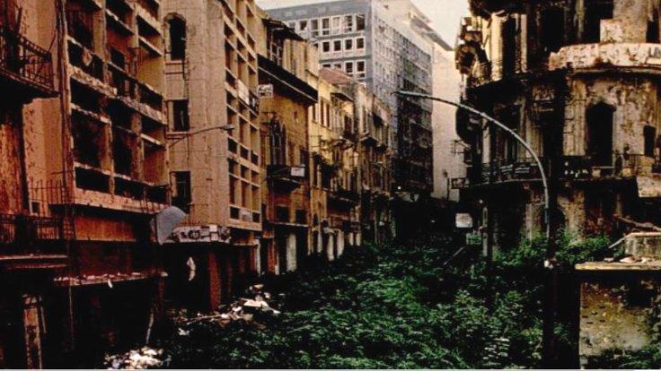 """Beyrut: İç Savaş'ın ardından otlar bürüyen """"Yeşil Hat""""."""