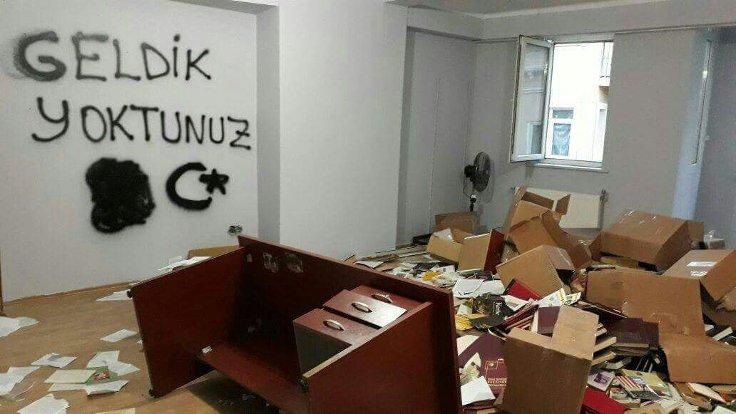 HDP Sözcüsü Bilgin, polisin baskın düzenlediği İstanbul il binasının görüntülerini paylaştı.