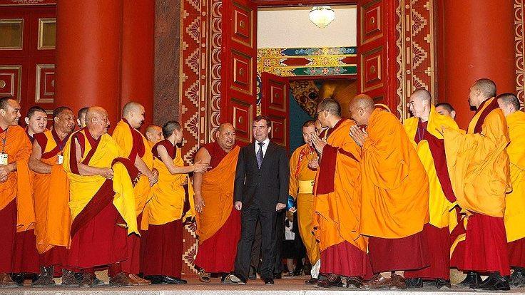 Rusya Başbakanı Medvedev'in başkent Elista'daki 'Altın Tapınak' ziyareti