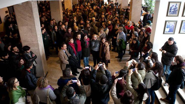 Ankara Üniversitesi'nden ihraç edilen akademisyenler için, öğrencileri ve meslektaşları veda töreni düzenlemişti. (Fotoğraf: Serkan Alan)