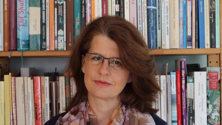 """Prof. Dr. Béatrice Hendrich """"Dinler ataerkil oldukları için, kadının toplumdaki yeri konusunda hepsi hemfikirdirler"""" diyor."""