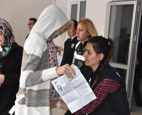 Sınav merkezlerinde tüm adaylar aramadan geçirildi.