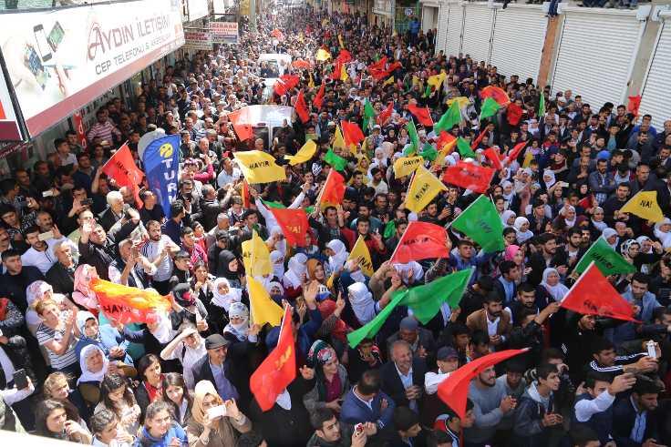 Bismil'de HDP seçim bürosunun açılışına ilgi yoğundu.