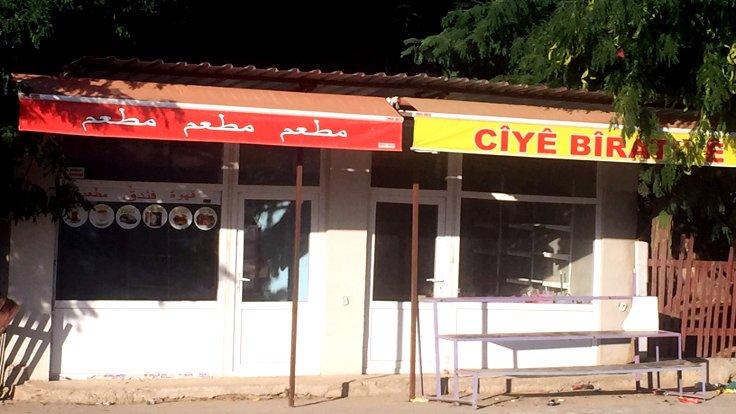 Suriye'den Kürtler ve Araplar sayesinde yeni dükkanlar açıldı. Yeni dükkanların adı da Kürtçe ve Arapça oldu. Ciye Biratiye (Kardeşlik Yeri) de bunlardan biriydi. Dükkanlar kapalı olsa da tabelaları duruyor.