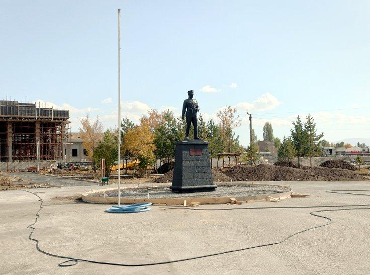 Atatürk heykeli, Kars