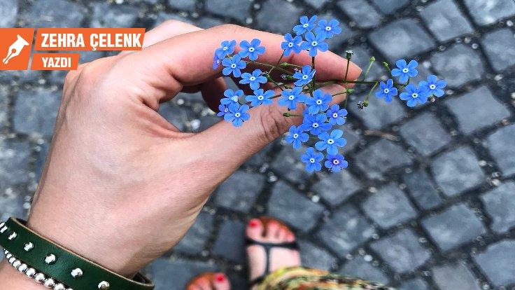 Yaralar çiçekler çocuklar Unutmabeni Zehra çelenk